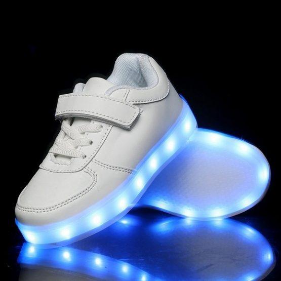Adidasi LED albi cu scai